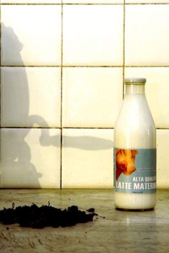 taiguara-alves-giannotti-installazione-latte-materno-02